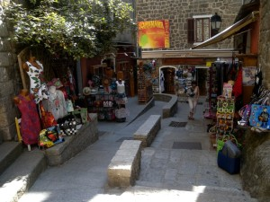 saretene-old-town-shops_403l